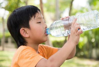 Những loại nước nên và không nên cho trẻ uống khi khát